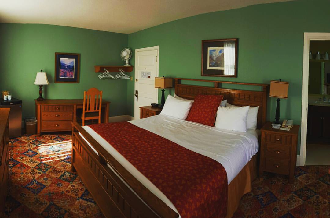 James Bay Inn - Classic King Room
