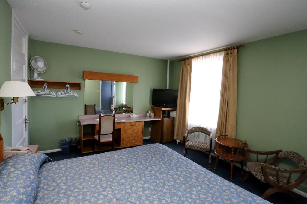 James Bay Inn - King Room