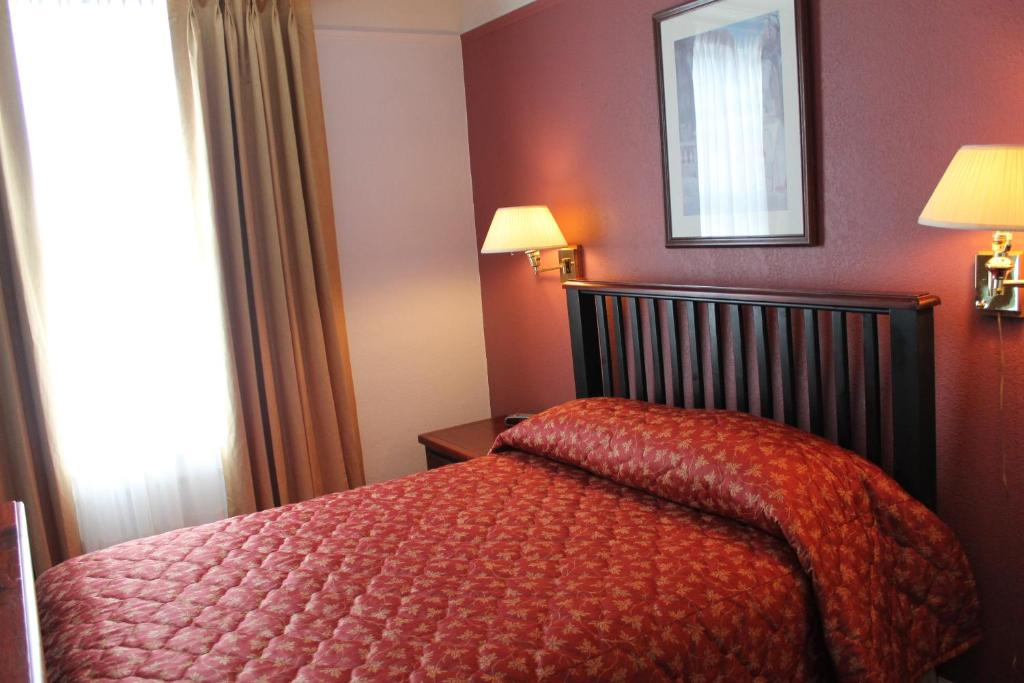 James Bay Inn - Petite Room